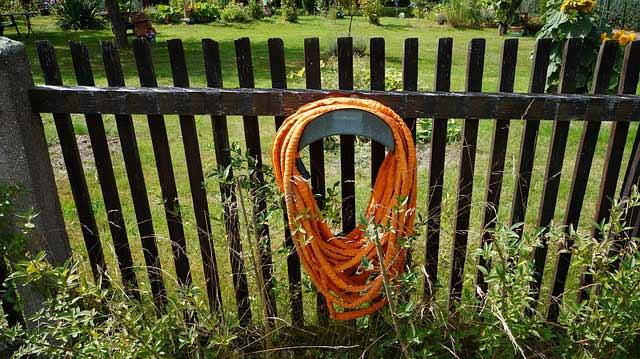 Wandschlauchtrommel Gartenschlauch räumt den Schlauch im Garten ordentlich auf