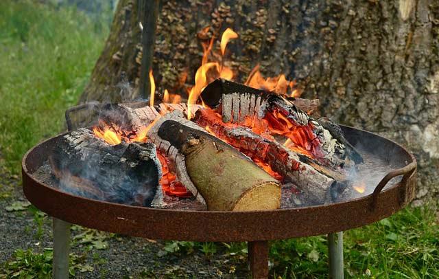 Feuerstelle-im-Garten selbst gestalten oder kaufen? Feuerschalen, Feuerkorb oder Schwedenfeuer - Heiße Ideen für Feuerstellen