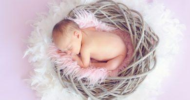 Baby guter Schlaf im sicheren Beistellbett
